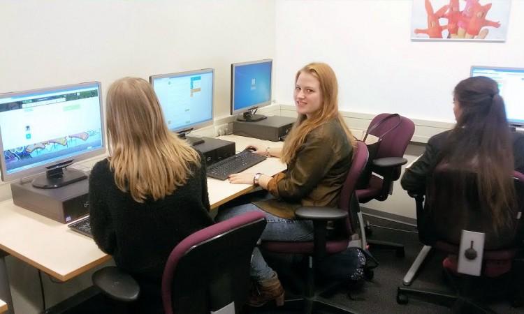 """Mbo-studente Alisia: """"Digitaal leren is een goede voorbereiding op mijn toekomst"""""""